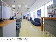 Купить «Зал в отделении банка ВТБ24, Москва, Россия», фото № 5729566, снято 2 мая 2013 г. (c) Losevsky Pavel / Фотобанк Лори