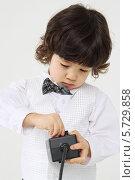Купить «Мальчик в нарядном костюме с игрушкой», фото № 5729858, снято 30 марта 2013 г. (c) Losevsky Pavel / Фотобанк Лори