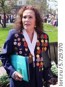 Купить «Женщина-ветеран», фото № 5729970, снято 9 мая 2013 г. (c) Losevsky Pavel / Фотобанк Лори