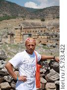 Купить «Турист в горах», эксклюзивное фото № 5733422, снято 3 августа 2012 г. (c) Вероника / Фотобанк Лори