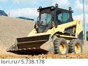 Купить «Погрузчик на земляных работах», фото № 5738178, снято 5 сентября 2011 г. (c) Дмитрий Калиновский / Фотобанк Лори