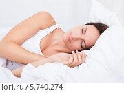 молодая красивая женщина спит в кровати. Стоковое фото, фотограф Андрей Попов / Фотобанк Лори