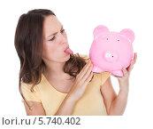 Купить «Женщина со свиньей-копилкой в руках», фото № 5740402, снято 20 октября 2013 г. (c) Андрей Попов / Фотобанк Лори