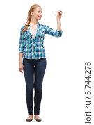 Купить «Привлекательная девушка в повседневной одежде что-то пишет на белом», фото № 5744278, снято 12 февраля 2014 г. (c) Syda Productions / Фотобанк Лори