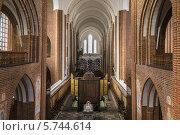 Купить «Собор Роскилле, Дания», фото № 5744614, снято 14 февраля 2014 г. (c) Boris Breytman / Фотобанк Лори