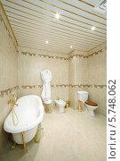 Купить «Чистая ванная комната в классическом стиле», фото № 5748062, снято 25 января 2013 г. (c) Losevsky Pavel / Фотобанк Лори
