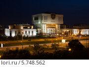 Купить «Интеллектуальный центр Фундаментальная библиотека, Москва», фото № 5748562, снято 13 мая 2013 г. (c) Losevsky Pavel / Фотобанк Лори