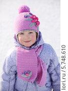 Девочка в розовом шарфе и шапке зимой. Стоковое фото, фотограф Losevsky Pavel / Фотобанк Лори
