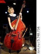 Купить «Красивая женщина в черном платье играет на деревянном контрабасе в ночном клубе», фото № 5748734, снято 26 декабря 2012 г. (c) Losevsky Pavel / Фотобанк Лори