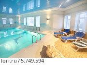 Купить «Красивый чистый бассейн с изображениями дельфинов на дне», фото № 5749594, снято 16 января 2013 г. (c) Losevsky Pavel / Фотобанк Лори