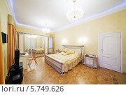 Купить «Интерьер спальни в классическом стиле», фото № 5749626, снято 16 января 2013 г. (c) Losevsky Pavel / Фотобанк Лори