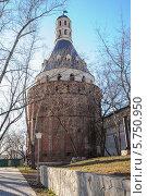 Купить «Башня Дуло Симонова монастыря», эксклюзивное фото № 5750950, снято 27 марта 2014 г. (c) Алёшина Оксана / Фотобанк Лори