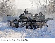 Купить «Советский тяжелый танк КВ-1с (КВ-85Г) готовится к бою», фото № 5753246, снято 23 февраля 2013 г. (c) Владимир Горощенко / Фотобанк Лори