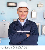 Портрет молодого улыбающегося инженера. Стоковое фото, фотограф Viktor Gladkov / Фотобанк Лори