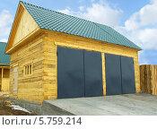 Деревянный гараж из бруса. Стоковое фото, фотограф Дмитрий Батталов / Фотобанк Лори