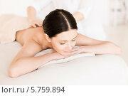 Купить «Привлекательная девушка на сеансе массажа в СПА-салоне», фото № 5759894, снято 4 мая 2013 г. (c) Syda Productions / Фотобанк Лори