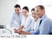 Купить «Успешная бизнес-команда в офисе», фото № 5760270, снято 9 июня 2013 г. (c) Syda Productions / Фотобанк Лори