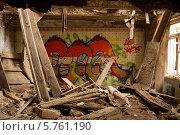 Граффити в разрушенном здании (2012 год). Редакционное фото, фотограф Ярослав Грицан / Фотобанк Лори