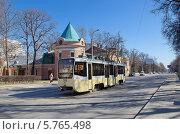Москва. Трамвай №27 едет по Тимирязевской улице (2014 год). Редакционное фото, фотограф Елена Коромыслова / Фотобанк Лори