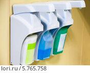 Купить «Устройства для дезинфекции рук в больнице», фото № 5765758, снято 31 марта 2014 г. (c) Beerkoff / Фотобанк Лори