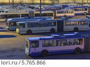 Купить «Троллейбусный парк № 5, вечерний вид на улицу Солтыса в Минске», фото № 5765866, снято 21 марта 2014 г. (c) Наталья Король / Фотобанк Лори