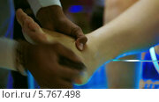 Купить «Пилинг ног», видеоролик № 5767498, снято 22 марта 2014 г. (c) Данил Руденко / Фотобанк Лори