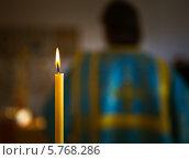 Горящая свеча. Стоковое фото, фотограф Александр Носков / Фотобанк Лори