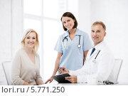 Купить «Радостная пациентка на приеме у врача», фото № 5771250, снято 6 июля 2013 г. (c) Syda Productions / Фотобанк Лори