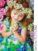 Весенний портрет девочки с гортензиями. Стоковое фото, фотограф Анна Макеичева / Фотобанк Лори