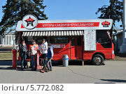 Купить «Летнее кафе на ВВЦ в Москве», эксклюзивное фото № 5772082, снято 27 марта 2014 г. (c) lana1501 / Фотобанк Лори