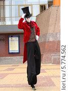 Карнавальная фигура на ходулях. Стоковое фото, фотограф Михаил Хорошкин / Фотобанк Лори