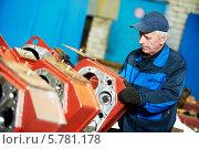 Опытный промышленный монтажник. Стоковое фото, фотограф Дмитрий Калиновский / Фотобанк Лори