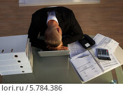 Купить «уставший бизнесмен спит на рабочем столе», фото № 5784386, снято 25 января 2014 г. (c) Андрей Попов / Фотобанк Лори