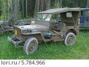 Купить «Willys MB (Виллис) — американский армейский автомобиль повышенной проходимости времён Второй мировой войны. Серийное производство началось в 1941 году на заводах компаний Willys-Overland Motors и Ford (под маркой Ford GPW).», фото № 5784966, снято 21 июня 2013 г. (c) Малышев Андрей / Фотобанк Лори