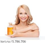 Купить «Портрет молодой женщины с ухоженной кожей, держащей в руке бутылочку с массажным маслом», фото № 5786706, снято 7 января 2014 г. (c) Syda Productions / Фотобанк Лори