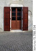 Старая дверь со ставнями. Франция. Стоковое фото, фотограф Сергей Белов / Фотобанк Лори