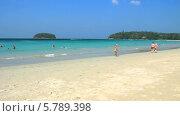 Купить «Пляж Ката Ной на острове Пхукет находится вблизи знаменитого пляжа Ката», видеоролик № 5789398, снято 25 сентября 2013 г. (c) Roman Likhov / Фотобанк Лори