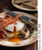 Купить «дранки, бекон, яйцо и грибы на тарелке», фото № 5793786, снято 21 января 2013 г. (c) Food And Drink Photos / Фотобанк Лори