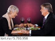 Купить «ужин пожилой пары в ресторане», фото № 5793958, снято 23 ноября 2013 г. (c) Андрей Попов / Фотобанк Лори