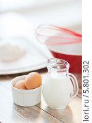 Купить «Ингредиенты для теста - молоко яйца и мука на деревянном столе», фото № 5801302, снято 21 января 2014 г. (c) Syda Productions / Фотобанк Лори