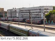 Купить «Стоянка поездов», фото № 5802266, снято 2 июня 2012 г. (c) Александр Самолетов / Фотобанк Лори
