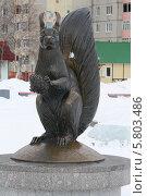 Купить «Скульптура белка», эксклюзивное фото № 5803486, снято 12 апреля 2014 г. (c) Вероника / Фотобанк Лори