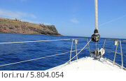 Купить «Круиз на яхте по Канарским островам, проплываем остров Ла Гомера», видеоролик № 5804054, снято 19 ноября 2013 г. (c) Roman Likhov / Фотобанк Лори