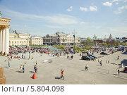 Купить «Театральная площадь во время праздника Победы 9 мая», эксклюзивное фото № 5804098, снято 9 мая 2013 г. (c) Алёшина Оксана / Фотобанк Лори