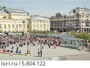 Купить «Театральная площадь во время праздника Победы 9 мая», эксклюзивное фото № 5804122, снято 9 мая 2013 г. (c) Алёшина Оксана / Фотобанк Лори