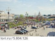 Купить «Театральная площадь во время праздника Победы 9 мая», эксклюзивное фото № 5804126, снято 9 мая 2013 г. (c) Алёшина Оксана / Фотобанк Лори