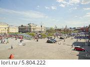 Купить «Театральная площадь во время праздника Победы 9 мая. Москва», эксклюзивное фото № 5804222, снято 9 мая 2013 г. (c) Алёшина Оксана / Фотобанк Лори