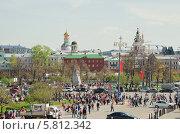 Купить «Театральная площадь во время праздника Победы 9 мая. Москва», эксклюзивное фото № 5812342, снято 9 мая 2013 г. (c) Алёшина Оксана / Фотобанк Лори