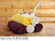 Купить «Традиционная деревянная сауна с ведром воды и набором чистых полотенец», фото № 5813030, снято 2 марта 2014 г. (c) Lora Liu / Фотобанк Лори