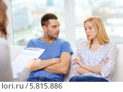 Купить «Муж и жена на приеме у психолога», фото № 5815886, снято 9 февраля 2014 г. (c) Syda Productions / Фотобанк Лори